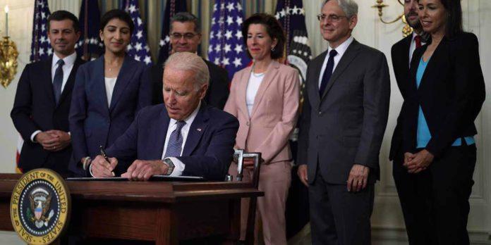 Ahora que el gobierno de Biden puso en la mira estas prácticas neofeudales, los libremercadistas deberían ser los primeros en celebrarlo