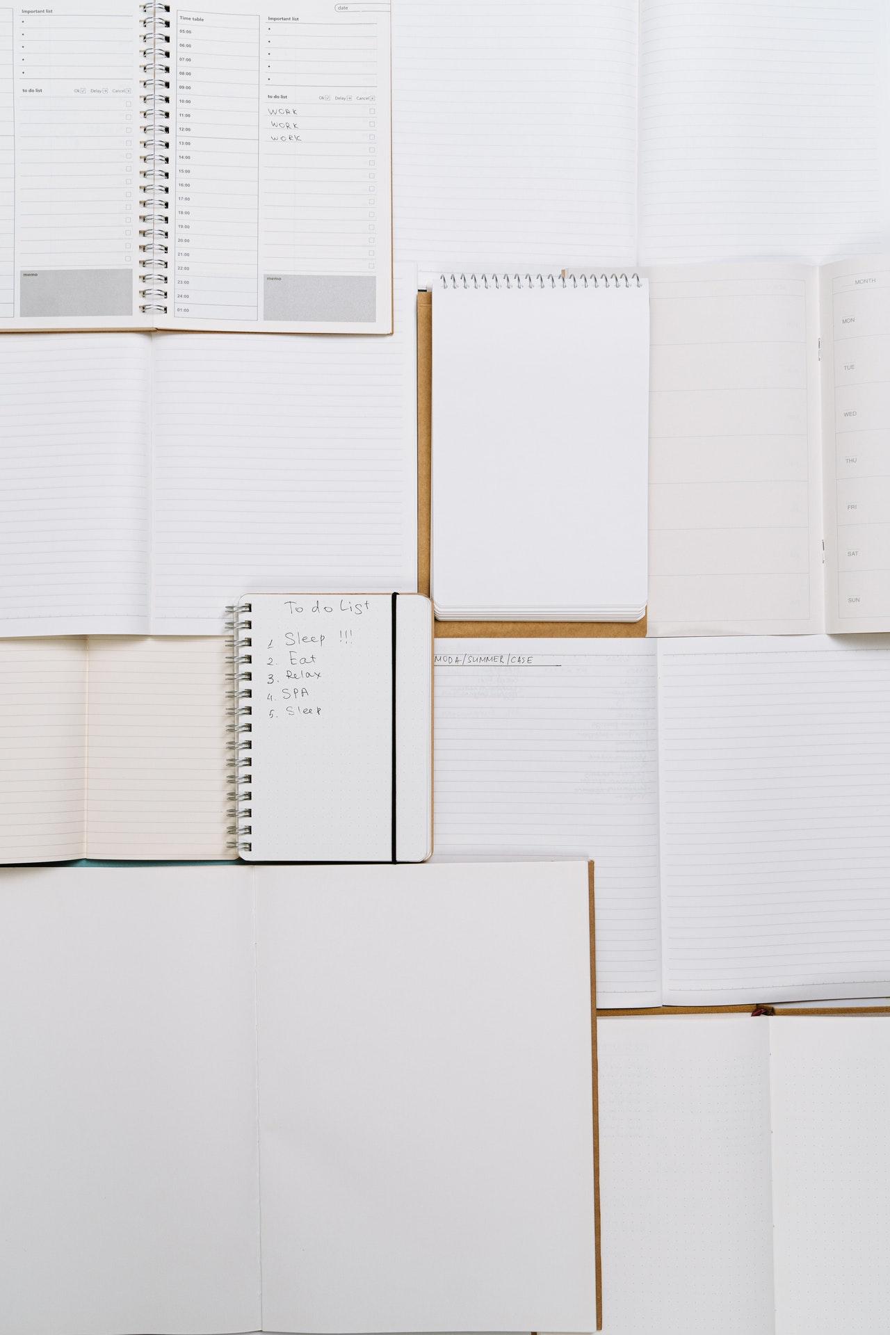 Revisa cuáles cuadernos tienen hojas que puedes reutilizar | Foto: Pexels