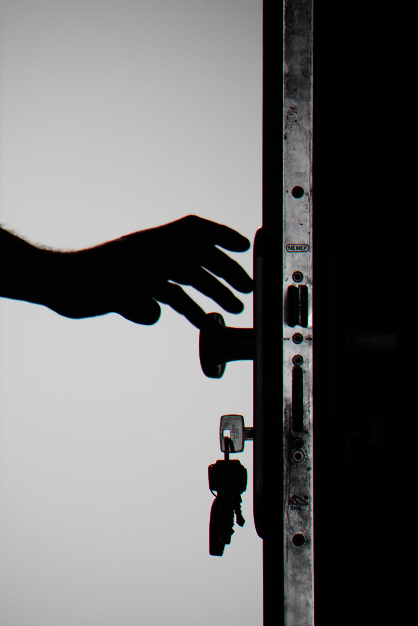 Revisa las cerraduras de tu casa antes de salir   Foto: Pexels