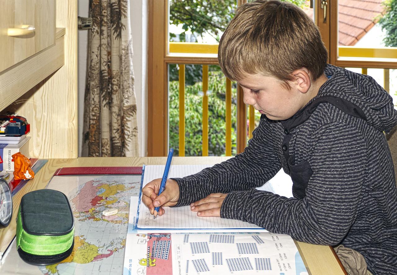 Una de las opciones de los padres es que los niños estudien en casa | Foto: Pixabay