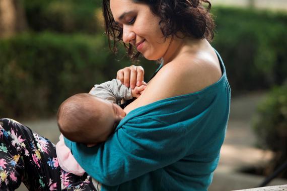 La lactancia materna tiene beneficios tanto para la madre como para el bebé   Foto:  UNICEF