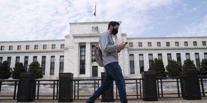 Los gobiernos no verán con agrado que los bancos centrales de sus países ajusten la política monetaria | Foto: Project Syndicate