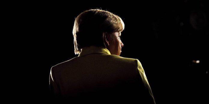 Merkel se ha mantenido en el poder durante cuatro mandatos electorales sucesivos, disfrutando en general dealtas cifras de aprobación