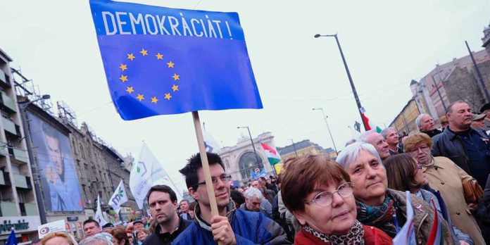 Tres décadas después de la caída del comunismo, otra vez nos vemos obligados a confrontar fuerzas políticas antidemocráticas en Europa   Foto: Project Syndicate