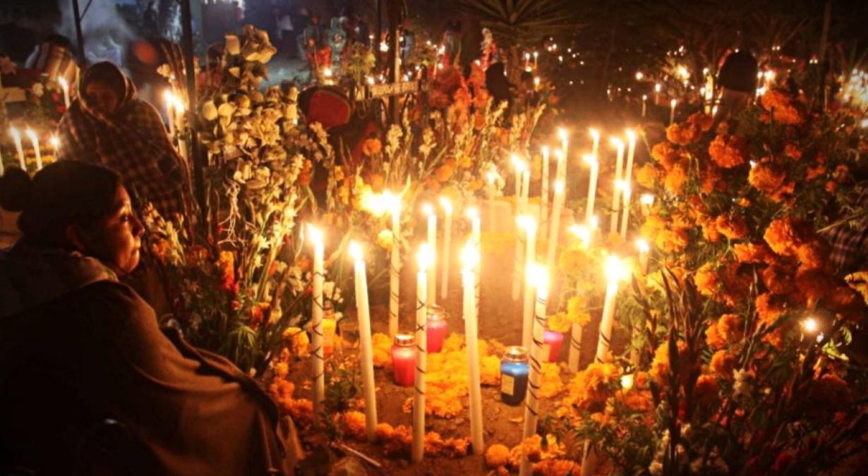 Cómo-hacer-una-ofrenda-de-Día-de-Muertos-tradicional-2