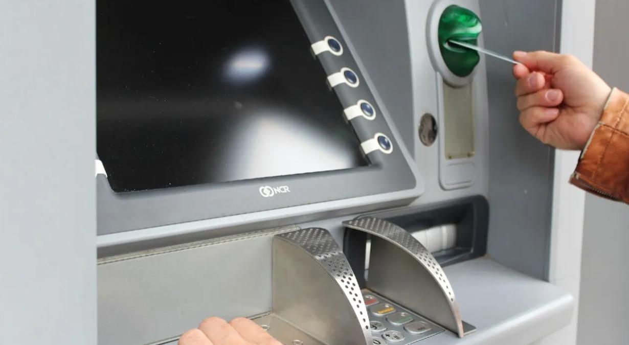 comisiones-que-cobra-cada-banco-si-retiras-dinero-con-tarjeta-de-otro-2
